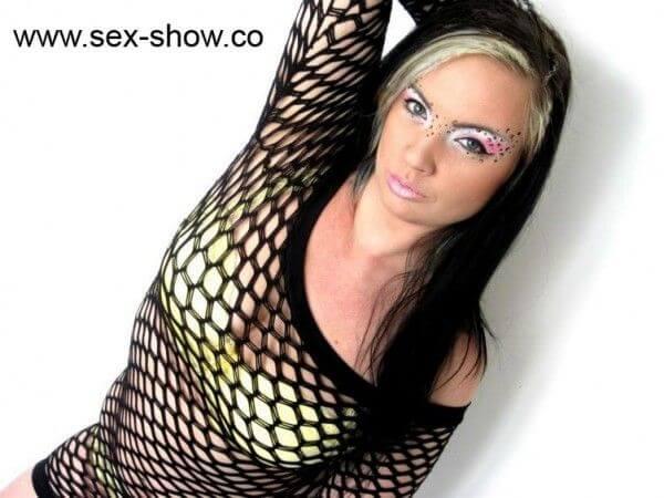 Geile sexy Studentin fickt bei Sexgirls live vor der Cam
