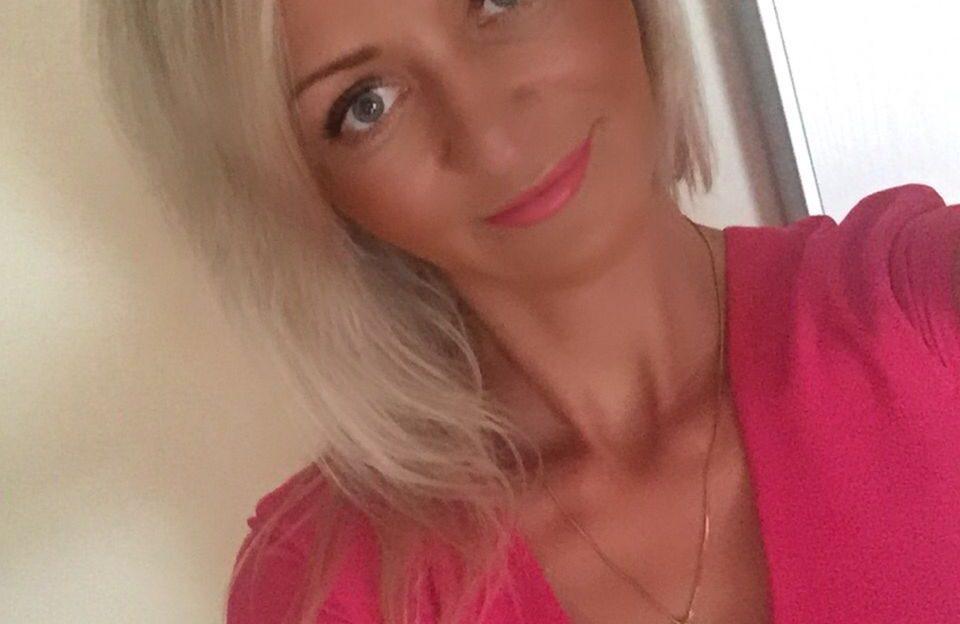 Beim Livesexchat stippt das blonde Girl live für Dich