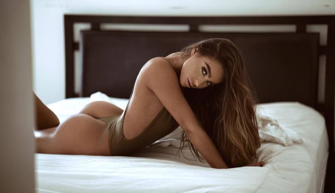 Geile Sexcams Nutte mit braunen Haaren
