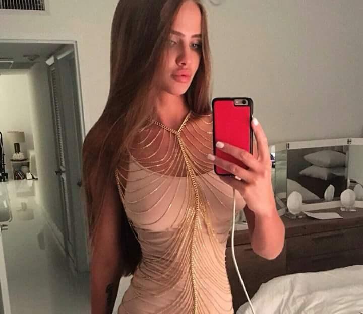 Online Strip beim Sex Chat mit diesem notgeilen Mädchen