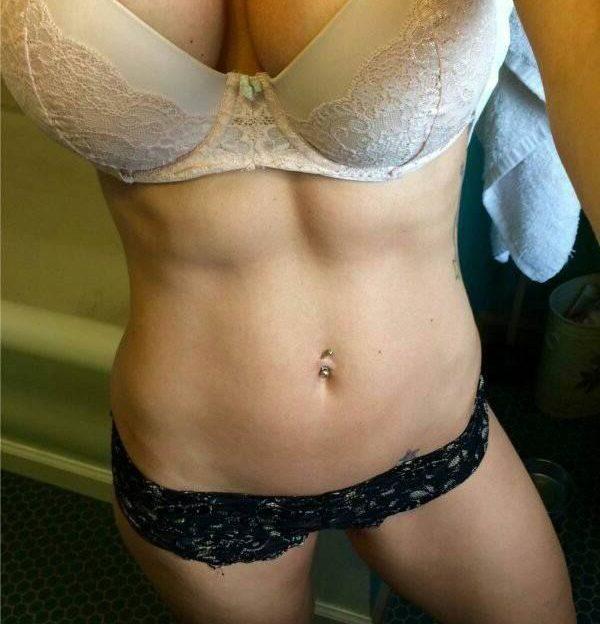 Scharfe Damen mit dicken Hupen zeigen dir eine private XXX show