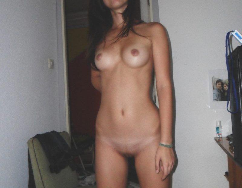 Sexy Camgirl fingert ihre Muschi vor deutsche Sexcams