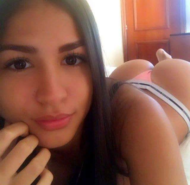 Striptease beim Live Sex Chat mit diesem sexy Flittchen